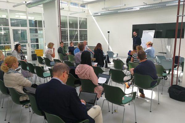 Los socios del consorcio de H2020 Insurance presentando las actividades desarrolladas al largo del primer año del proyecto
