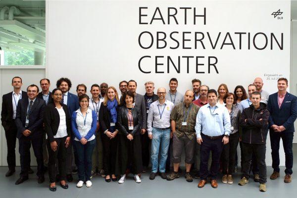 Foto grupal del consorcio de HEIMDALL con los revisores y Jefe de proyecto de la Comisión Europea